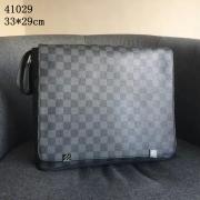 Louis Vuitton AAA+ Men's Messenger Bags #801629