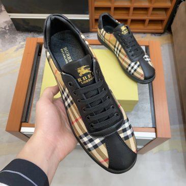Burberry Shoes for Men's Sneakers #99905540