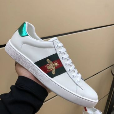 Mens Gucci Sneakers 1:1 original quality (come with A complete set of packaging, CARDS, certificates, cloth bags, tote bags, more a pair of white shoelaces) #999674